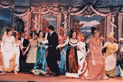 17 The Merry Widow 1997 (2)